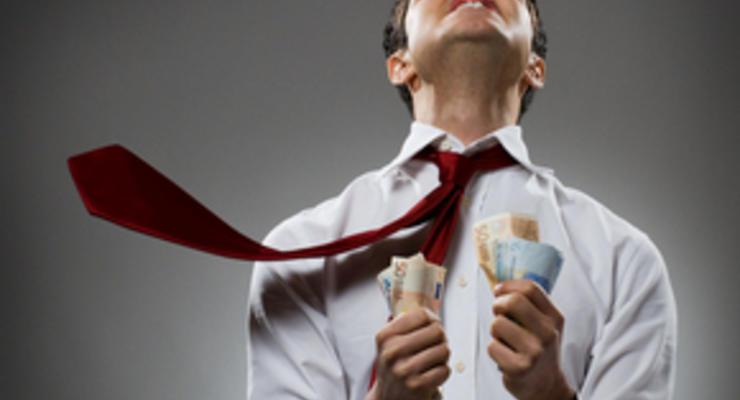 Кому в Украине сейчас поднимают зарплаты