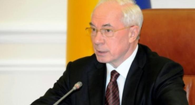 Азаров признал, что 40% внутреннего товарооборота Украины приходится на теневой рынок