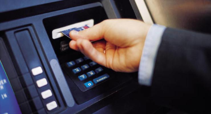 Мошенник украл из банкоматов Донецка 100 000 гривен