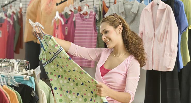 Магазины продают дешевую одежду за огромные деньги