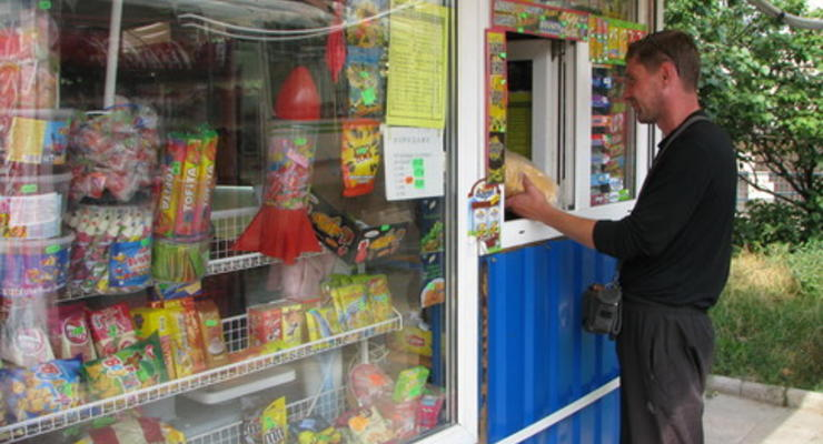 В Киеве хотят запретить ларькам продавать пиво и чипсы