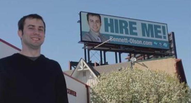 Парень нашел работу, повесив резюме на билборд