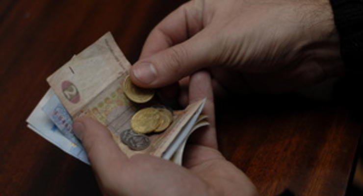 Гривна слабеет к доллару, закрывая межбанк на минимуме с февраля 2010 года