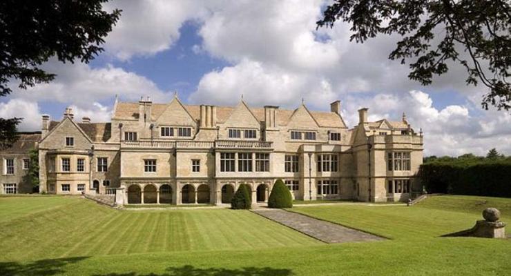 Дворец в Британии продают дешевле, чем дома в Конча-Заспе (ФОТО)