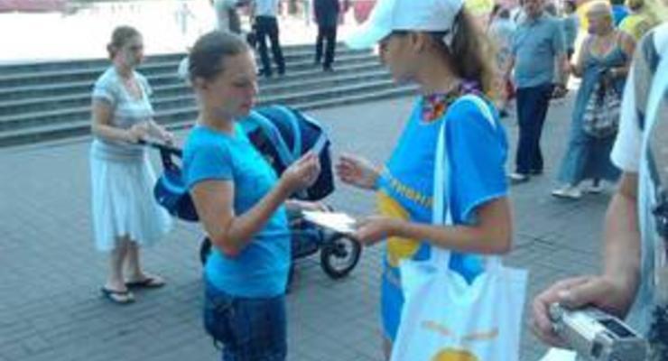 Перед финалом Евро-2012 болельщикам раздавали диски с песней о гривне