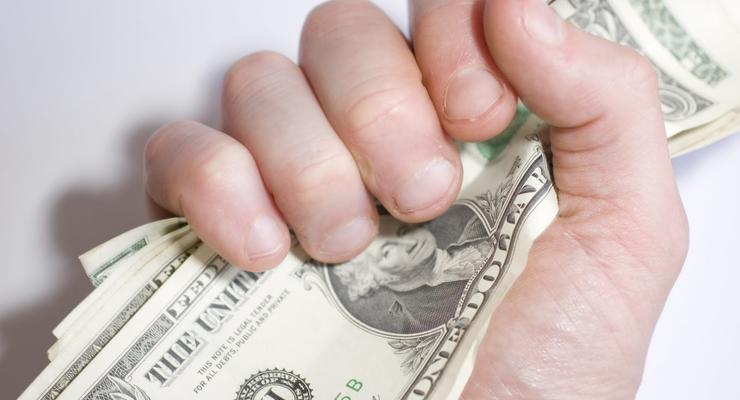 Валютная истерика: Украинцы бросились скупать доллары