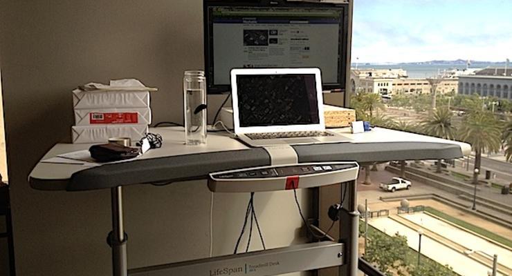 Создан офисный стол для желающих похудеть (ФОТО)