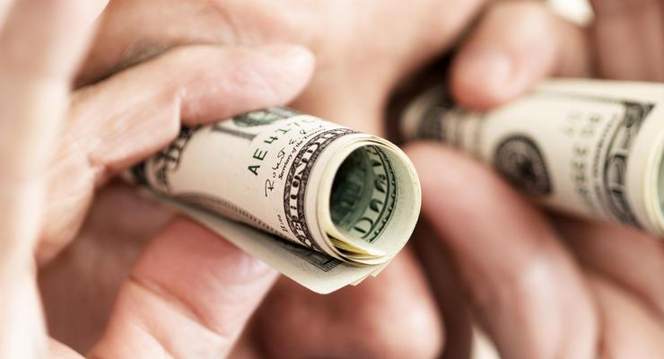 Охота на доллары: валюты в киевских банках нет