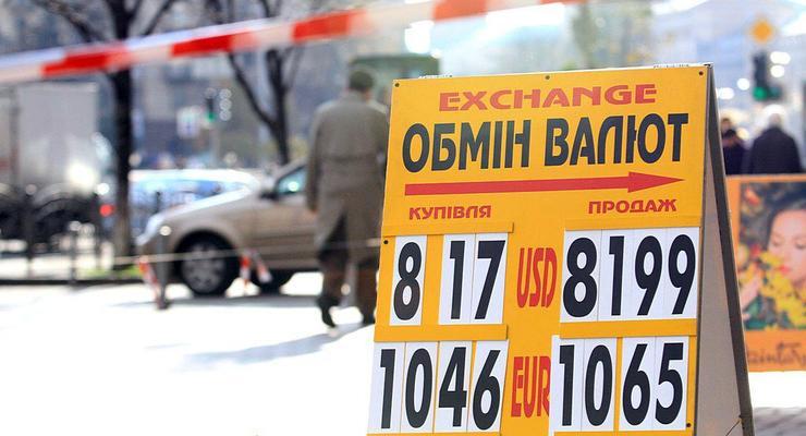 Доллары в банках Киева: осталось мало, разбирают быстро
