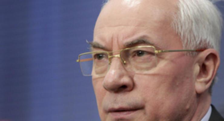 Азаров намерен не допустить падения цен в грядущем году