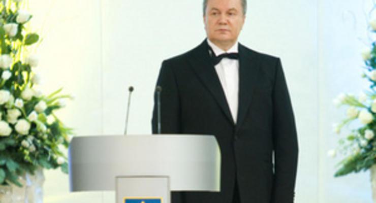 Прогнозируя рецессию многим странам, Янукович обещает защитить Украину от внешних угроз