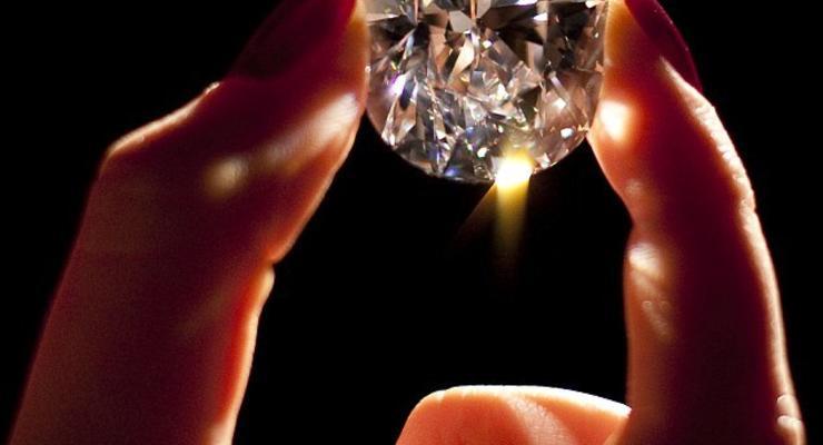 Роскошный бриллиант продадут за $20 миллионов (ФОТО)