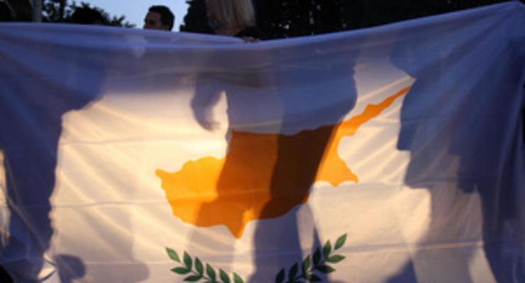 Посетовав на обрушение экономики, Кипр просит пересмотреть условия финпомощи - FT