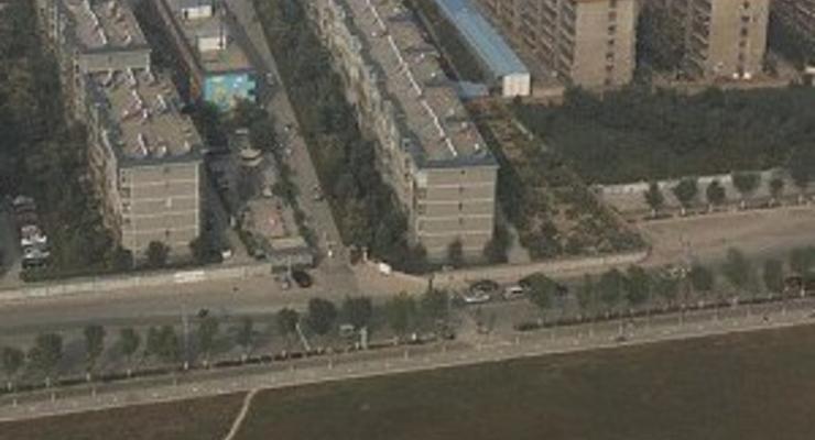 """""""Случайно"""" построенная девятиэтажка перекрыла шоссе в Китае"""