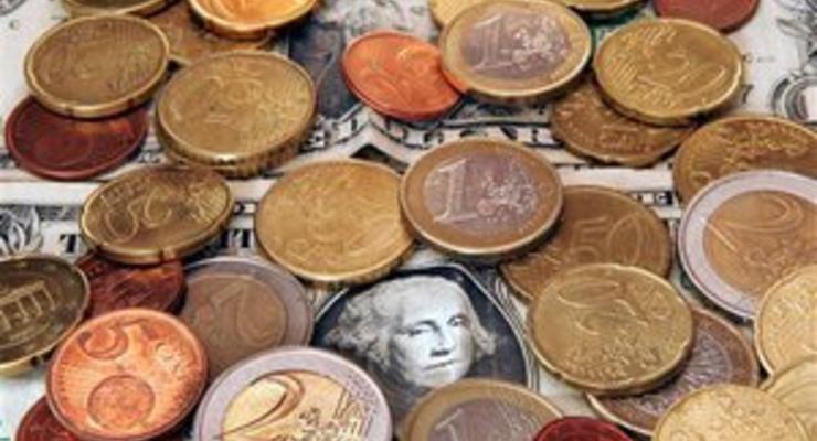 Межбанк: Доллар продолжает удерживать позиции