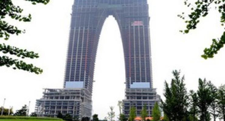 """Китайцы соорудили """"небоскреб-брюки"""", спровоцировав волну насмешек в интернете"""