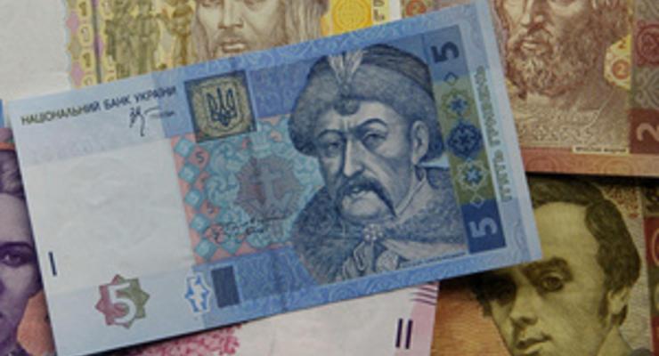 """75% в тени. Украинские клерки рассказали о зарплатах """"в конвертах"""""""