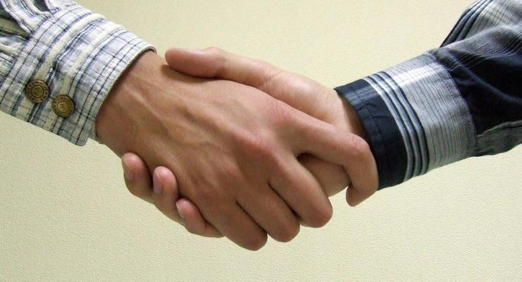 Эксперты перечислили правила дружбы с коллегами