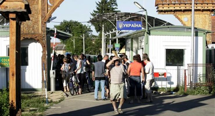 Каждый десятый молодой украинец хочет в ближайшие годы уехать на работу за границу - опрос