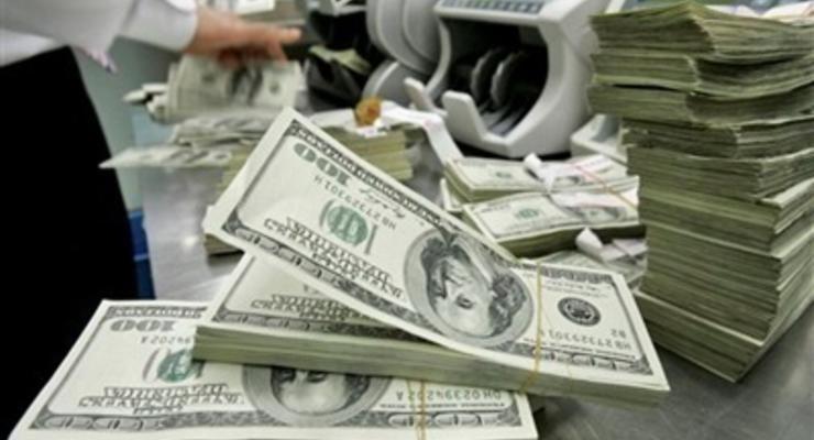 На валютных торгах доллар и евро стабильны, а рубль укрепился на отметке 33,25