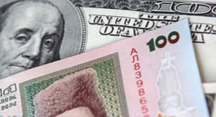 К закрытию на межбанке гривна упала до 8,70/8,74 за доллар