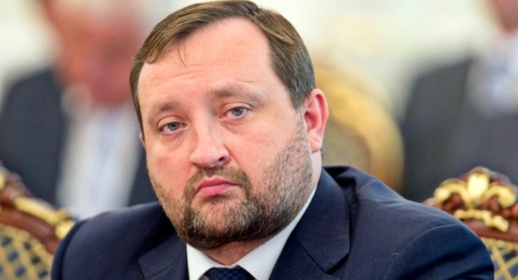 Арбузов обвинил в падении гривны Майдан