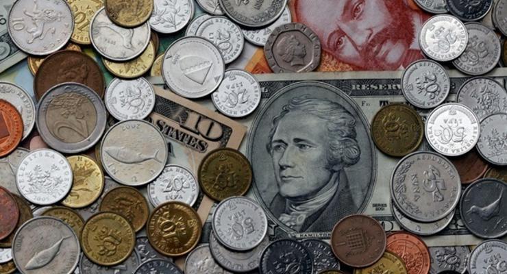 Фунт стерлингов растет к основным мировым валютам