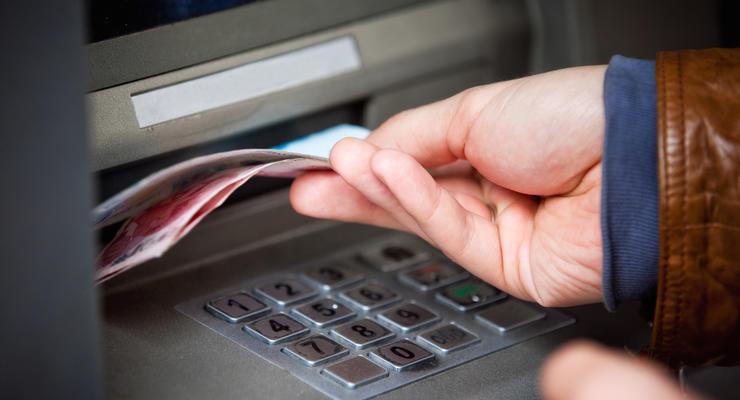 В Киеве ограничили снятие наличных в банкоматах