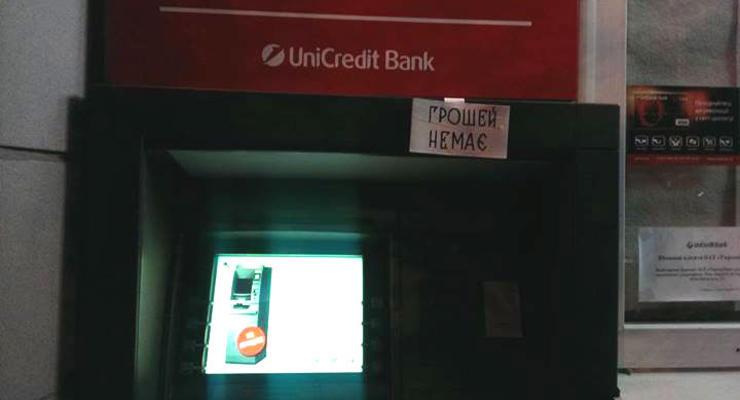 Денег нет: проблемы с банкоматами по всей стране