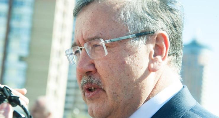 Анатолий Гриценко получает по 12 тыс. грн пенсии в месяц