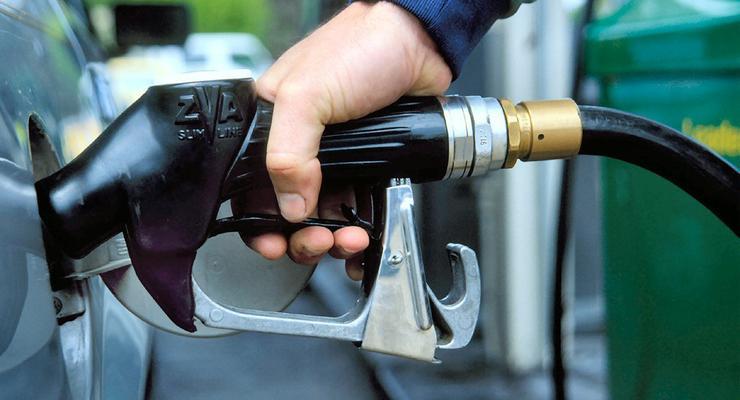 Цена бензина более чем на гривну превышает рыночную -  АМКУ