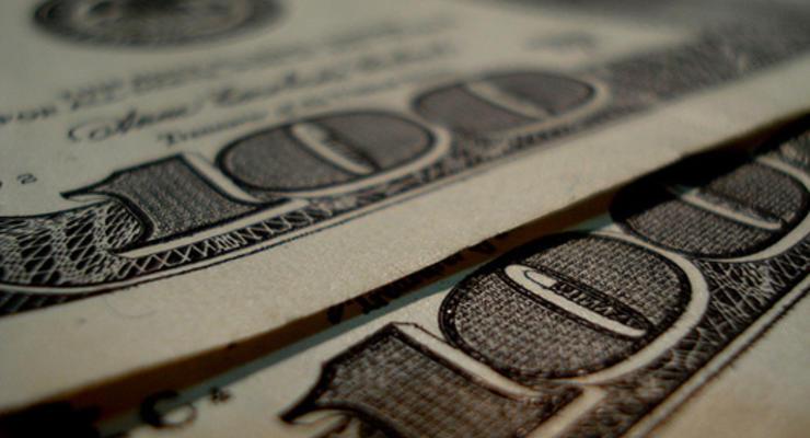 На межбанке доллар подешевел