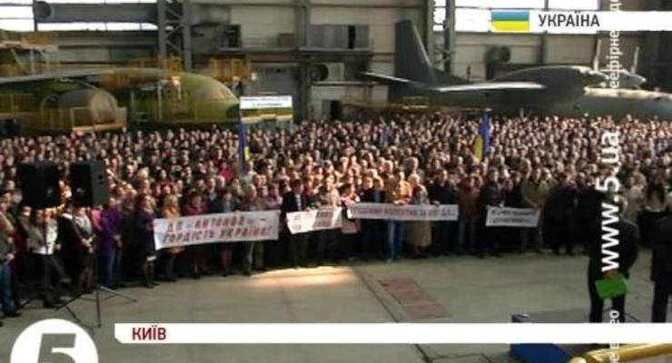 В Киеве протестуют работники завода Антонов