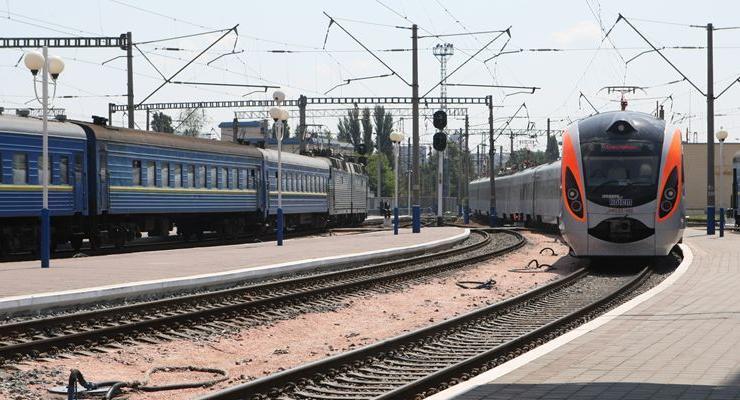 К концу июля Укрзализныця выпустит на маршруты все поезда Hyundai