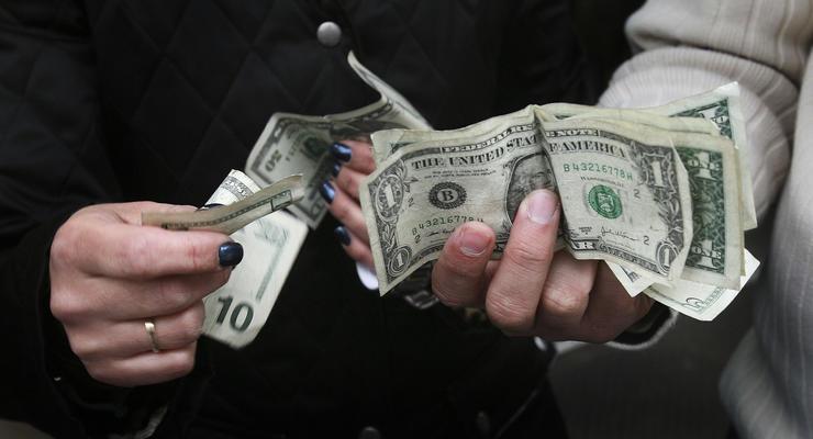 Межбанк открылся долларом по 12,00 гривен