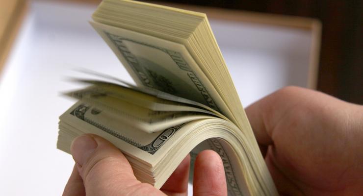 На закрытии межбанка доллар снизился до 11,83 гривен