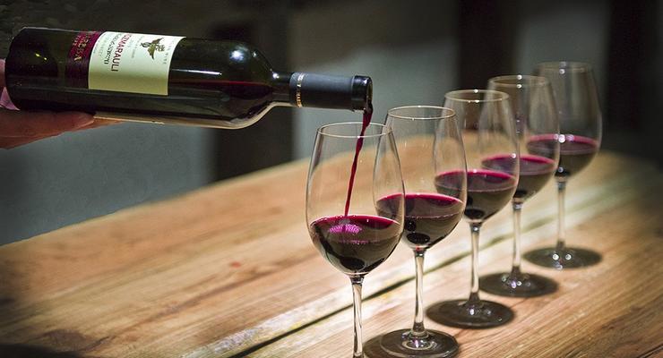 Украина приостанавливает часть импорта вина - СМИ