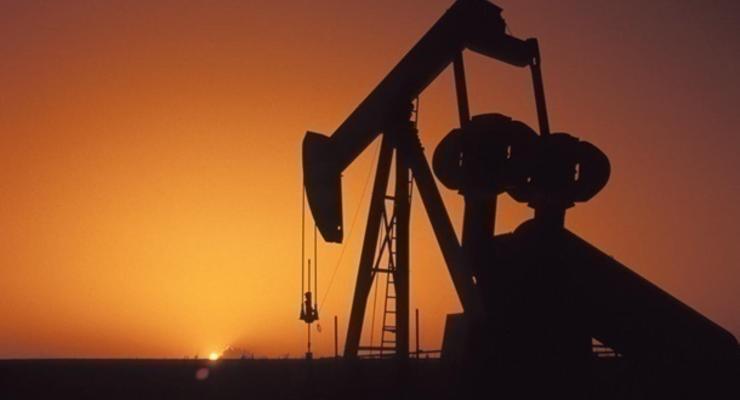 Нефть подешевела одновременно на лондонской и нью-йоркской биржах