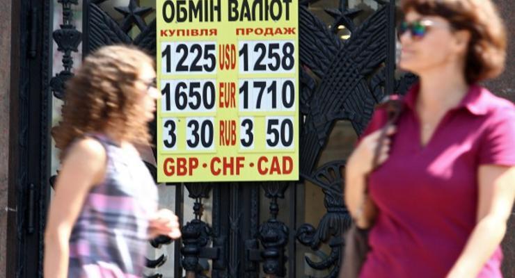 Курс валют: гривна борется