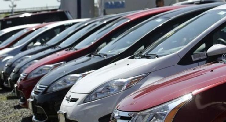 Продажи новых автомобилей в Украине упали на 61%