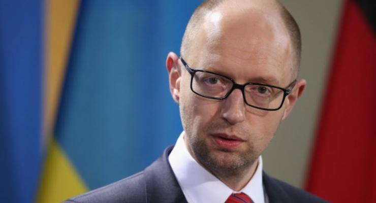 Яценюк: Украине удалось избежать дефолта