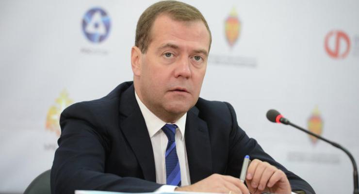 Россия будет смотреть и в сторону Запада, и в сторону Востока - Медведев