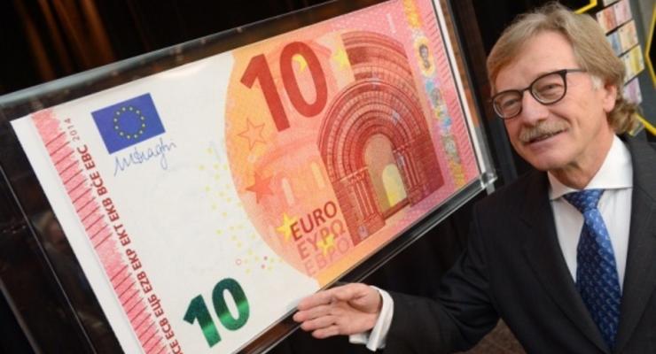 Новые купюры достоинством в 10 евро ввели в обращение