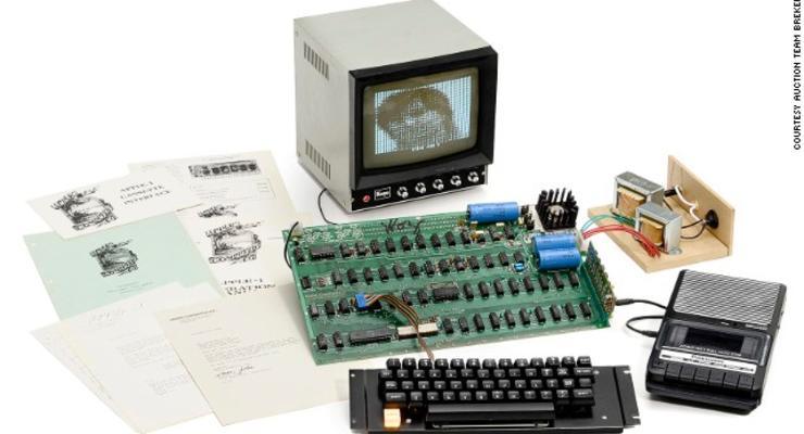 Один из первых компьютеров Apple продали почти за миллион долларов