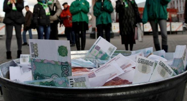 Падение продолжается. Курс доллара в России впервые достиг 43 рубей