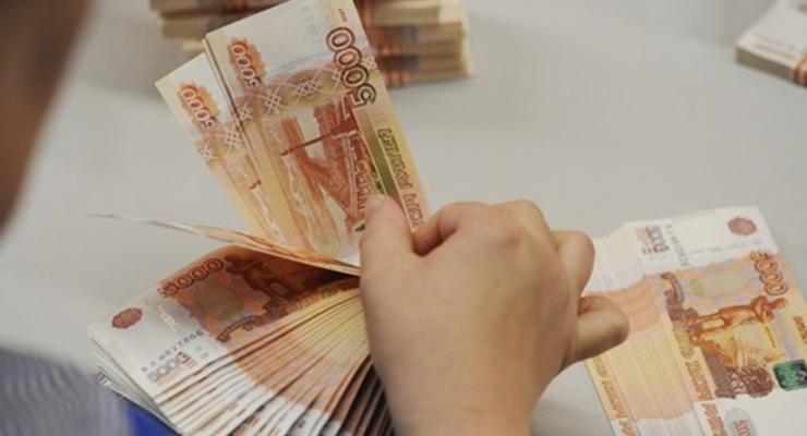 В России курс доллара впервые превысил 45 рублей