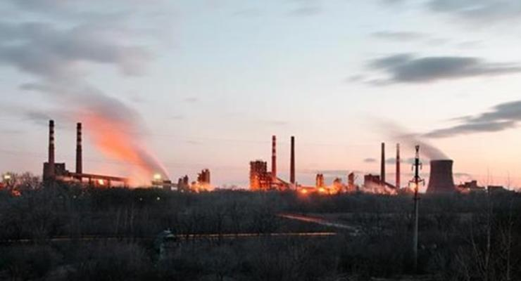 Крупный завод Ахметова вновь попал под обстрел