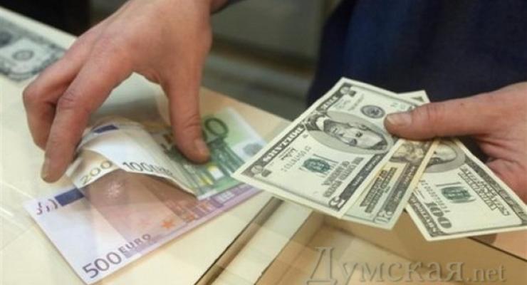 """Доллар на """"черном"""" рынке подбирается к 26 грн"""