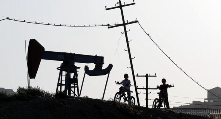 Мировые цены на нефть продолжают держаться ниже $49 за баррель
