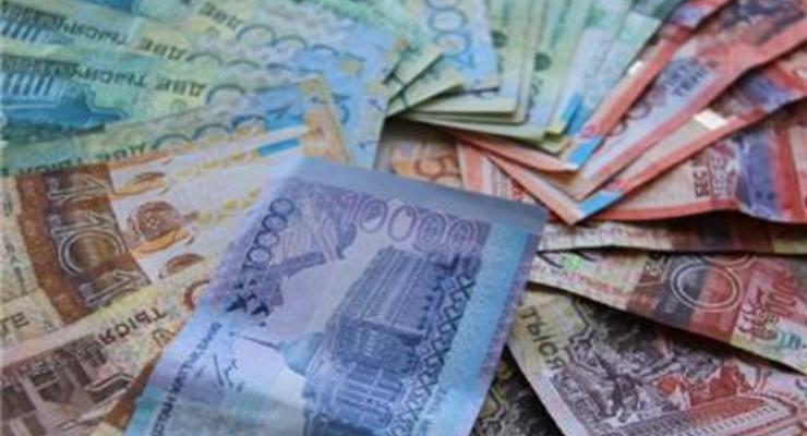 Курс тенге обвалился после отмены валютного коридора